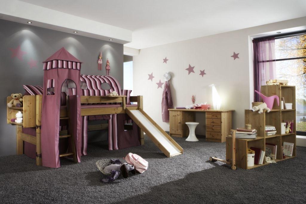Kinderzimmer Schlafzauber, Bett mit Leiter und Rutsche