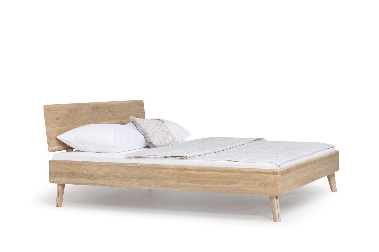 Bett II Bessi aus massiver Wildeiche