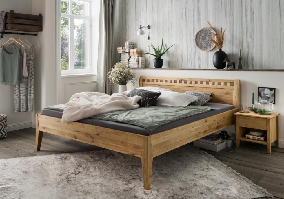 Bett Modesto aus Wildeiche